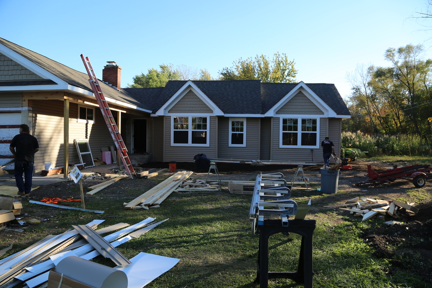 Lakemoor project with new vinyl siding and new asphalt shingles in Lakemoor